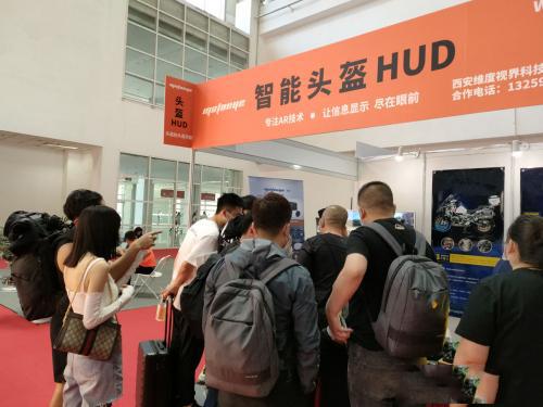 MotoEye智能头盔HUD亮相北京国际摩托车展